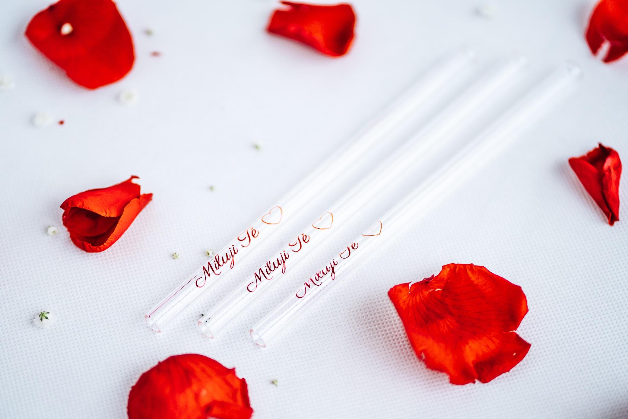 Brczko Miluji Tě - skleněné ekologické brčko 20 cm rovné s červený textem Miluji Tě
